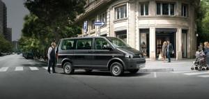 """Подібні мікроавтобуси """"Volkswagen Caravelle"""" можна використовувати як комфортний засіб пересування по мегаполісу."""