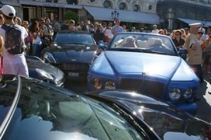 """Суперкоштовна аварія у Монако, влашо\тована донькою Галицького (у синьому """"Бентлі)"""