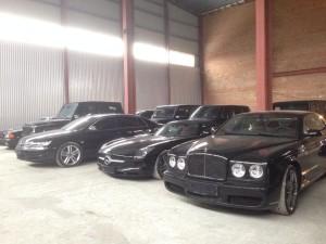 Автівки, знайдені на складі в Гостомелі після втечі Януковича.