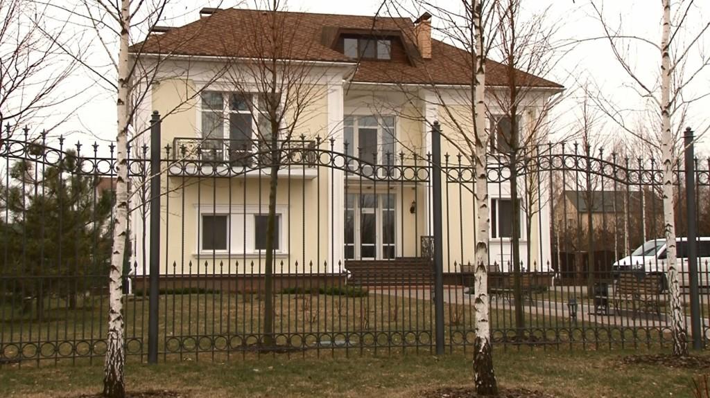 Будинок по вул. Івана Франка, 18 напроти головного офісу «Межигір'я» для невропатолога Каневського
