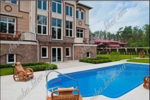 Цей маєток у Конча-Заспі неподалік від обійстя Захарченка продається за $3,7 млн.
