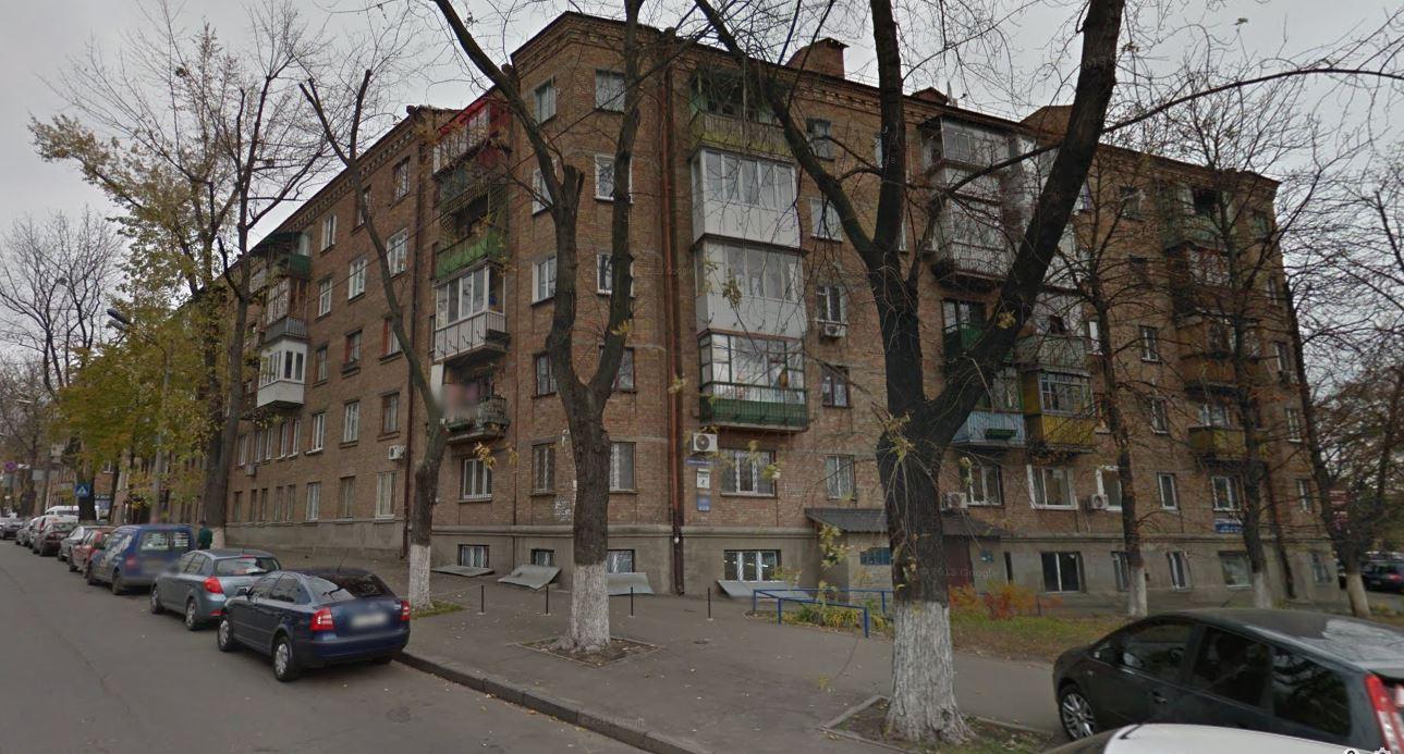 В квартирі №139 цього будинку по вул.Зоологічна, 4а зареєстровані десятки фірм, деякі з яких отримують підряди на сотні мільйонів.