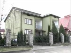 Будинок Ірини Волоско (стоп-кадр з відео програми «Хто тут живе?» телеканалу ZIK)