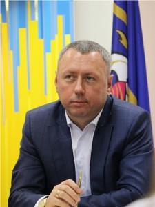Віктор Андрєєв раніше очолював кіровоградських комунальників, потім збудував бізнес на комуналці у Києві, а потім очолив комунальників центру столиці, які тепер віддають підряди його рідній фірмі
