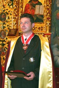 Андрій Скіб'як раніше працював у МНС та податковій і має Орден Святого Станіслава. Нині він тендерить в КМДА