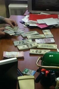 Гроші, вилучені під час обшуків у хабарників з столичного ДАІ