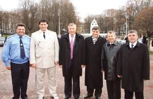 Василь Синчук (другий ліворуч) і Арсен Аваков (через одного від прокурора) на святкуванні Дня прокуратури у 2006 році.
