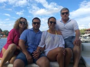 Зліва на право: Оксана Кривобок (мати слідчого), Юрій Кривобок (слідчий ГПУ), Тетяна Кривобок (дружина слідчого), Василь Кривобок (батько слідчого)