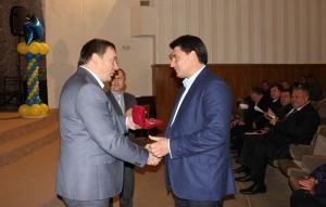 Салкоч нагороджує Андрія Костюченка на день автомобіліста 2014