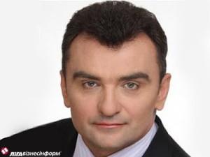 Віктор Бойко у 2005 році очолював держрезерв. Звільнено з посади після порушення карної справи за закупівлю дизпалива, яке коштувало бюджету зайвих 20 млн грн. Залишився на свободі, був народним депутатом від блоку Литвина. Потім був заступником міністра АПК і міністром екології.