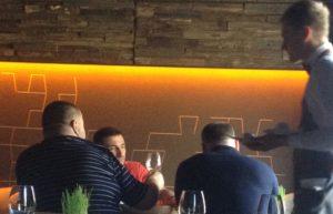 """Нещодавно полтавські журналісти засікли у місцевому ресторані зустріч Ігоря Котвицького зі своїм помічником Сашею """"Браслєтом"""""""