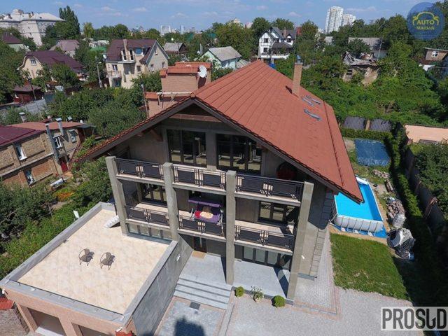 Будинок Мамчура в Голосіївському районі Києва