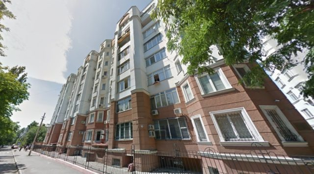 Будинок під номером 6 на вул. Довженка в Одесі, де розташовані подаровані Непораді квартира з гаражем