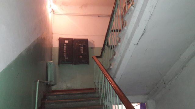 Будинок в Дніпрі на пл. Петровського 1. По документам, тут вже працює літ, для якого навіть не має ліфтової шахти