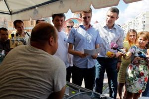 Білоцерківець і Кличко перевіряють документи торговців