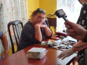 В кафе біля АМКУ затримали особу, що взяла хабар 600 тисяч по змові трубочистів