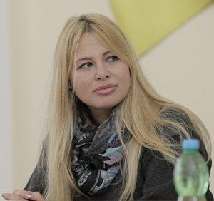 Колишня дружина Антона Геращенка стала чиновницею Кернеса і роздає підряди оточенню свого чоловіка