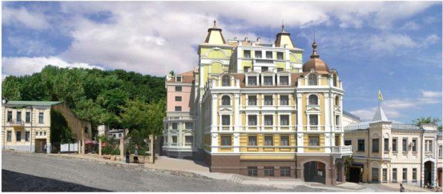 Забудовник в суді скасував наказ ДАБІ про анулювання дозволу на будівництво скандального готелю на Андріївському узвозі