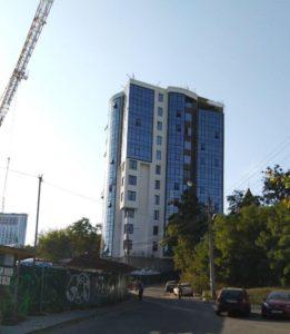 Архбудінспекція у суді визнала неготовою 11-поверхівку на ділянці Білозір