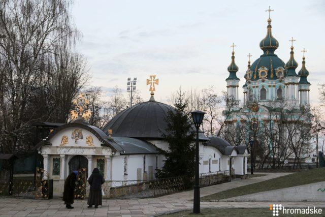 Суд розглядає позов музею про знесення самочинно збудованої каплиці УПЦ Московського патріархату (фото)